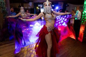 Pokaz tańca brzucha na weselu